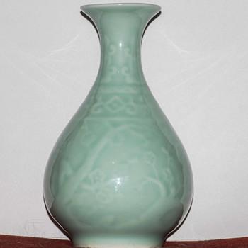 Mid century? Celadon glazed vase. Korea? - Asian