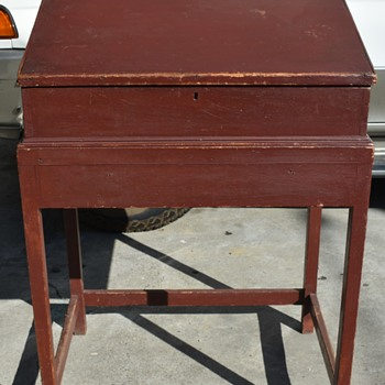 18th century Standing Desk in Old Red Paint - Furniture