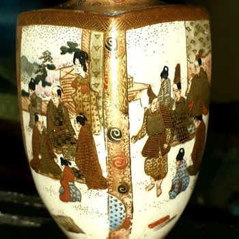 Late Meiji Satsuma Vase, Signed (help appreciated with ID) - Asian