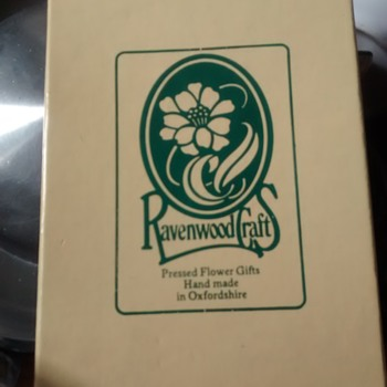 Ravenwood Craft Pressed Flower gift from the vintage retro 60s onward era - Folk Art