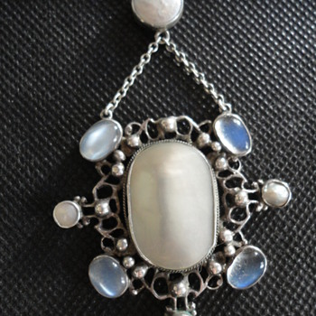 British Arts & Crafts Revivalist Mother of Pearl and Moonstone Necklace, by Amy Sandheim? c. 1920 - Fine Jewelry