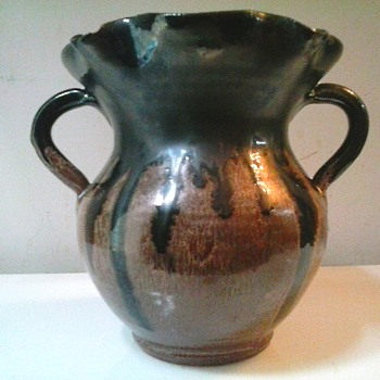 "A.R. Cole Pottery Sanford North Carolina/5.5"" Brown Drip Glaze Ruffle Top Two Handle Vase /Circa 1941-1950's - Pottery"