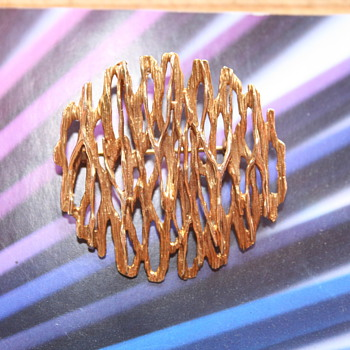 Favorite item of the Week! A Fred Ullman 375 gold Brooch dated 1967 - Fine Jewelry
