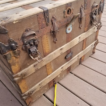 What could the brand & inscription meaning in this old steamer trunk? - Furniture