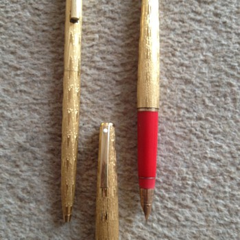 Sheaffer Pen Set - can anyone tell me more about it, i.e model, value etc?
