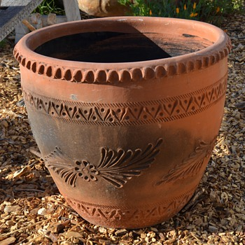 Very large Mexican Terracotta Planter - 15-20 gal size - Pottery