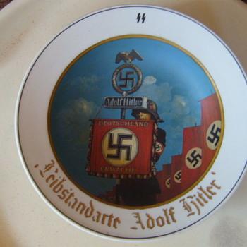 WW2 GERMAN PORCELAIN PLATE LEIBSTANDARTE SS HITLER - Military and Wartime