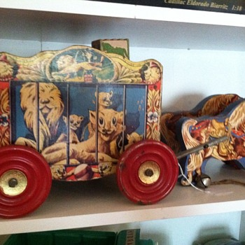So sweet! My circus cart with ponies & gong bells - Toys