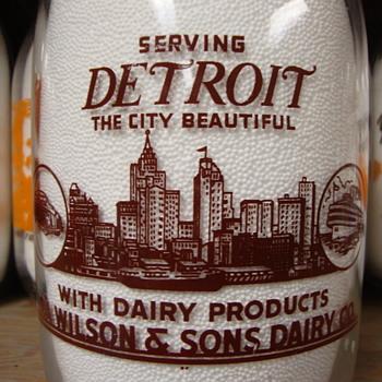 WILSON'S DAIRY 1/2 GALLON...DETROIT SKYLINE - Bottles