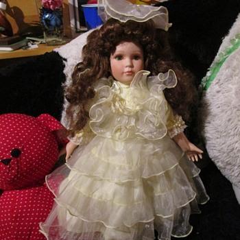 Please help uknown doll needs repair - Dolls