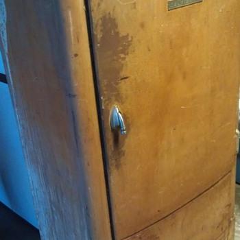 Kelvinator Refrigerator HELP!! - Kitchen