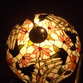 BEAUTIFUL TIFFANY STYLE LEADED GLASS LAMP SHADE - Lamps