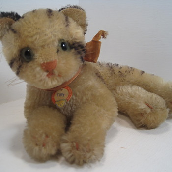 Purrr-fect in almost every way... Steiff's Fiffy cat - Dolls