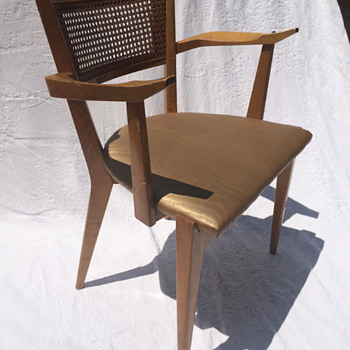 Scandinavian Chairs Identification ?