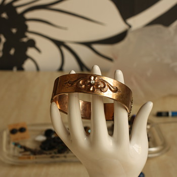 Fourties revival victorian rolled gold bangle