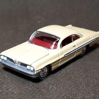 "Johnny Lightning ""Hot Rod Magazine"" 1961 Pontiac Ventura 1/64 - Model Cars"