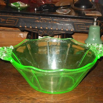 Cambridge #3400 Green Bowl - Glassware