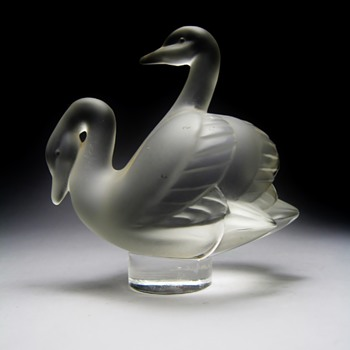 "LALIQUE - FRANCE  ""DEUX CYGNES"" - Art Glass"