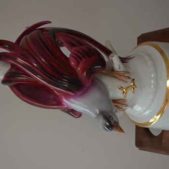Photo of plug of porcelain lamp