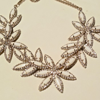 """Lovely Lucite & Rhinestone Necklace, with a """"T"""" mark. - Costume Jewelry"""