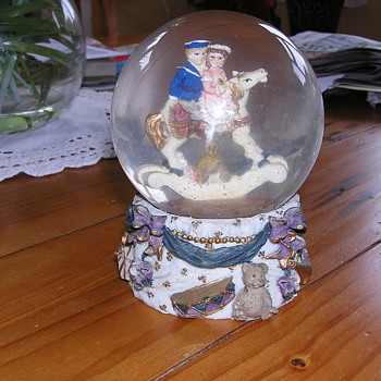SNOW GLOBE - Advertising