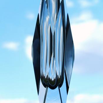 Square prism vase - Gunnar Nylund, Strombergshyttan 1954.  - Art Glass