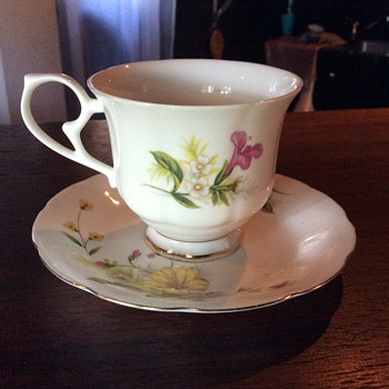 Tea cup and saucer. - China and Dinnerware
