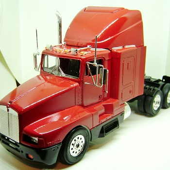 Kenworth T600A Model Truck - Model Cars