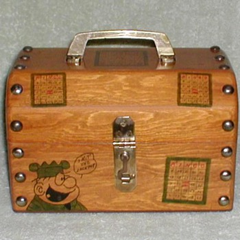 """Beetle Bailey"" Wooden Bingo Chest - Games"