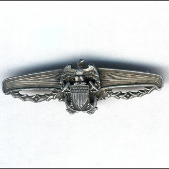 UNIQUE NAVY PIN - Military and Wartime
