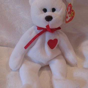 Valentino - The Beanie Bear with a red heart - Dolls