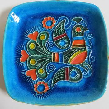 Vintage Mid Century? Pottery Dish/bowl w/Raised Bird Design~Vivid Color, unknown Signature - Pottery
