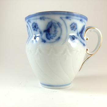Flow blue cup