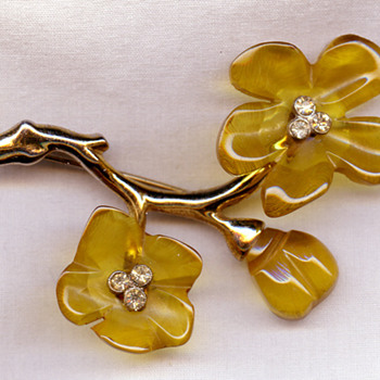 Silson brooch - Costume Jewelry