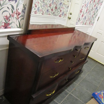 Mid-century ? mahogany dresser and night stands unk maker? ID help? - Furniture