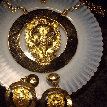 Massive gold tone lion demi necklace & earrings:) - Costume Jewelry