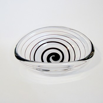 "VICKE LINDSTRAND - SWEDEN   ""TILT"" - Art Glass"