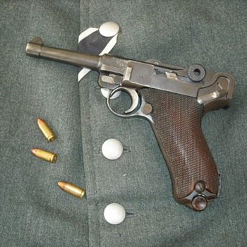 WWII Era German Luger Pistol - Military and Wartime