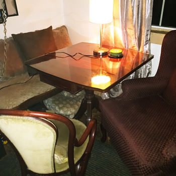 Upscale booth - Furniture