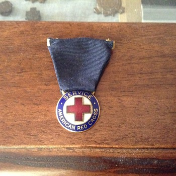 WWII AMERICAN RED CROSS SERVICE PIN - Medals Pins and Badges