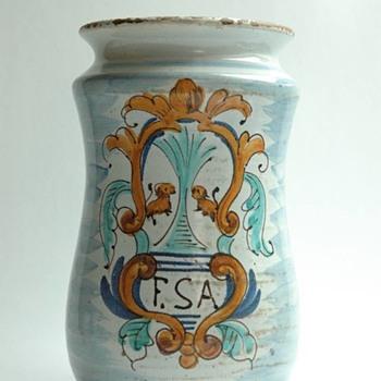 albarello en faience polychrome, Espagne XVIIe siècle. polychrome majolica albarello, Spain 17th century. - Pottery