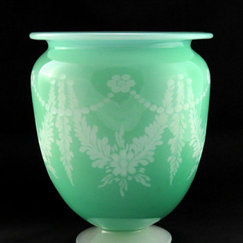Steuben 938 Green Jade over Alabaster Vase with no. 10001 Engraved Décor ca. 1910 - Art Glass