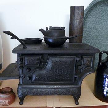 """Antique childs cast iron stove """"Bird"""" - Kitchen"""