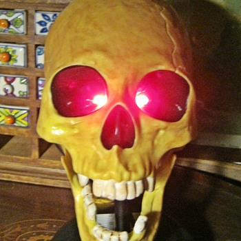 Talking Boris Toy Skull - Toys