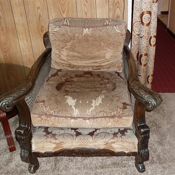 really old historical furniture, but don't know exactly what it is.... - Furniture