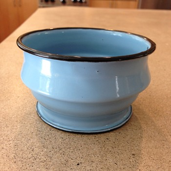 enamelware mystery - Kitchen