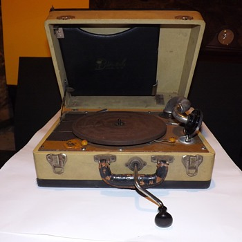 Birch Vintage Phonograph. Boetsch Brothers. 1930 - Electronics