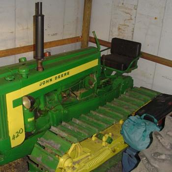 John Deere 420 4 roller crawler