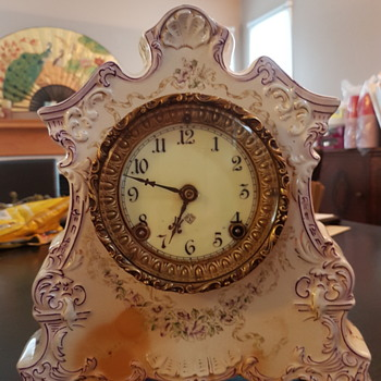 Trying to identify  this heirloom. - Clocks
