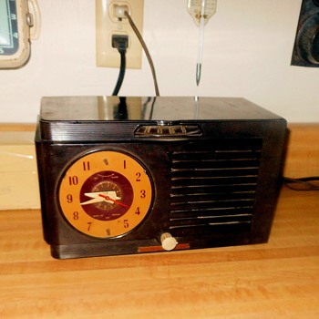 General Electric Model 512F Clock Radio 1951